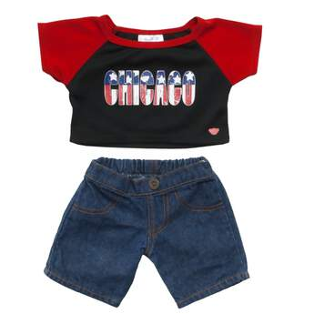 Get your furry friend in the patriotic spirit by showing your love for one of America's biggest cities! This all-American set features a classic pair of blue jeans with a Chicago-themed baseball tee. The Chicago graphic on the tee features a distressed stars and stripes pattern for an extra dose of USA pride!
